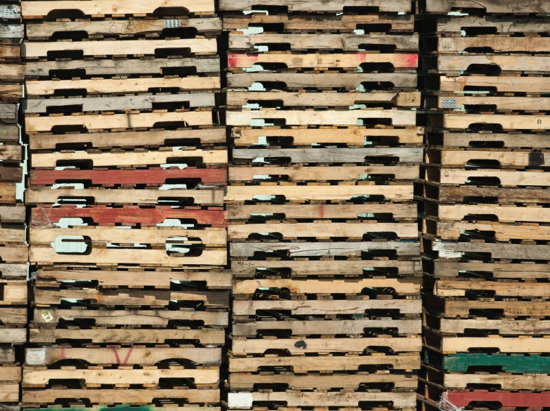 Used wood pallets for sale and wooden freight trays